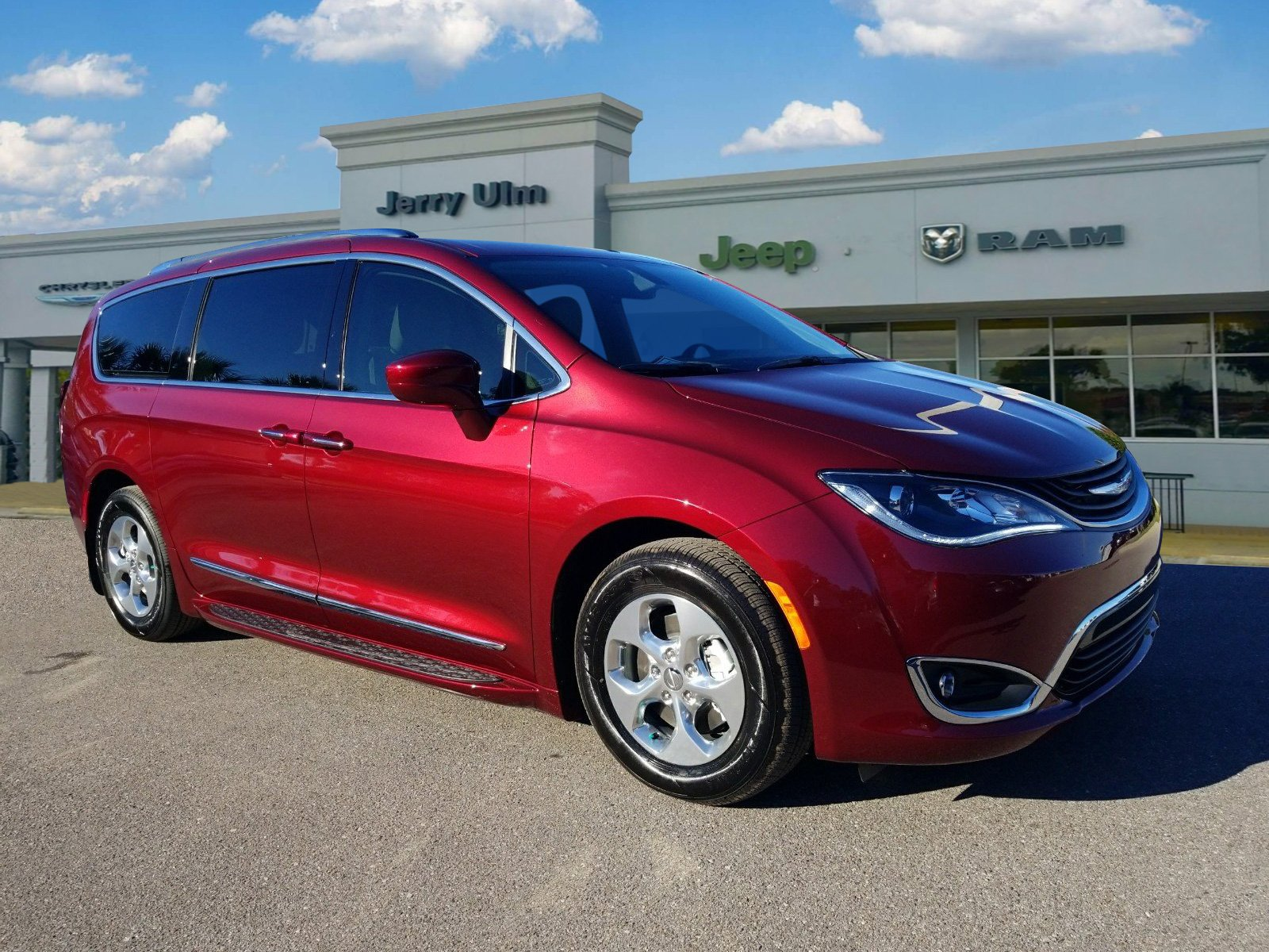 New 2019 Chrysler Pacifica Hybrid Touring L